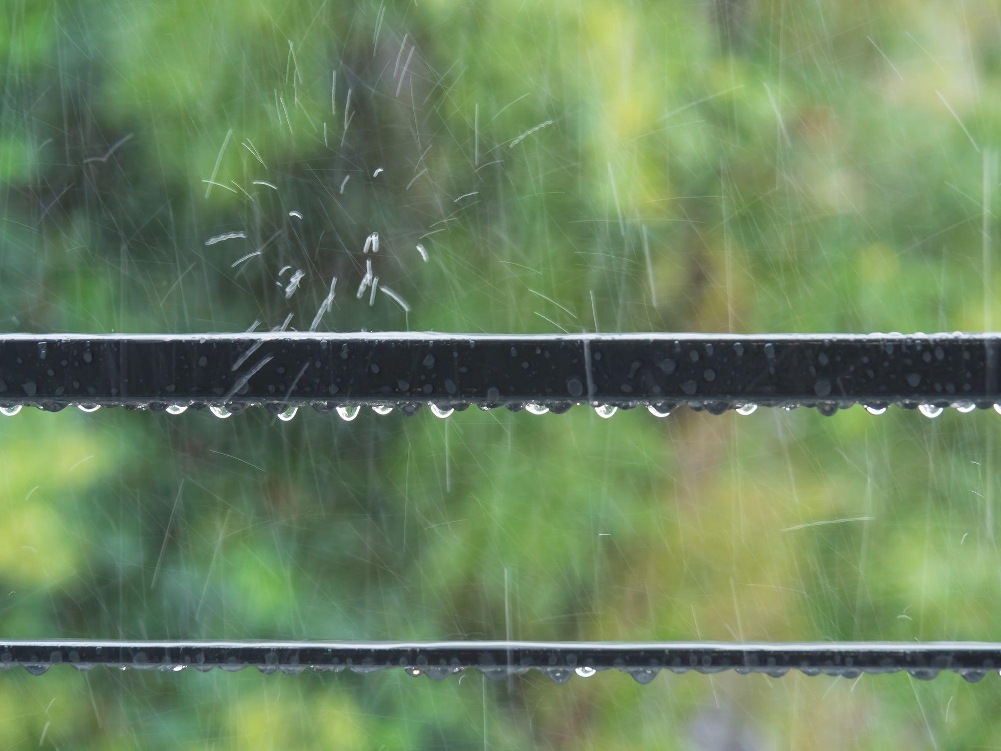 外壁塗装中に雨が降っても大丈夫?